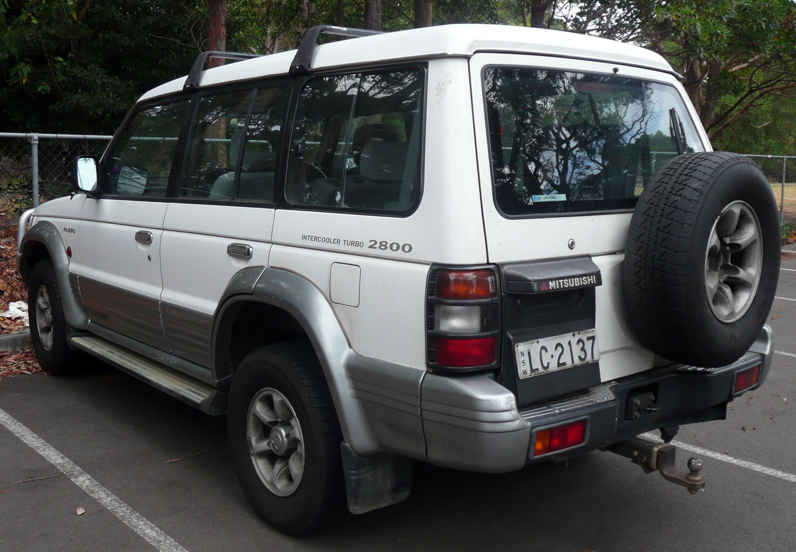 Description 1993 1996 mitsubishi pajero nj gls wagon 01