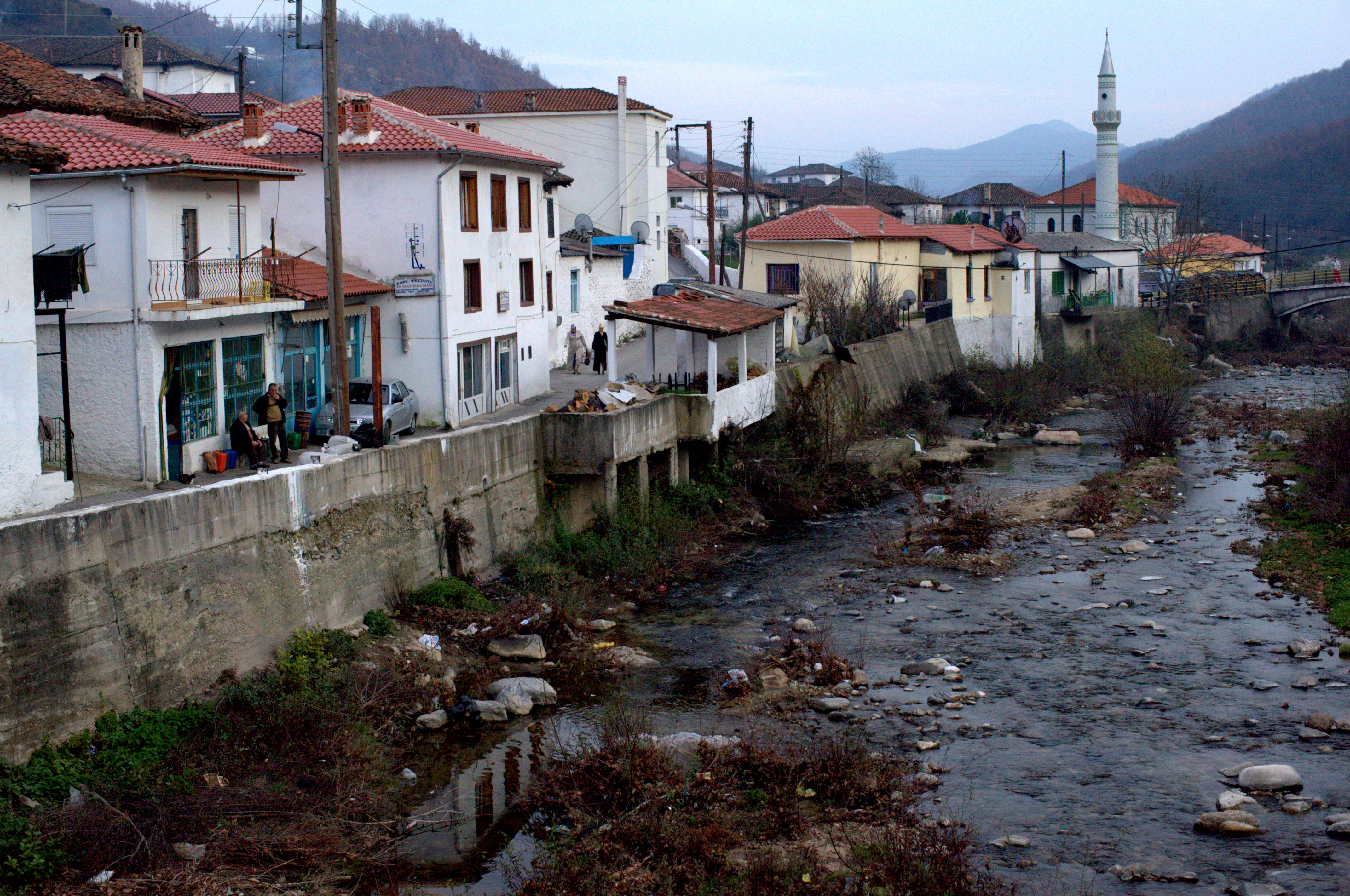 http://upload.wikimedia.org/wikipedia/commons/0/04/20091128_Medusa_Xanthi_Thrace_Greece_2.jpg