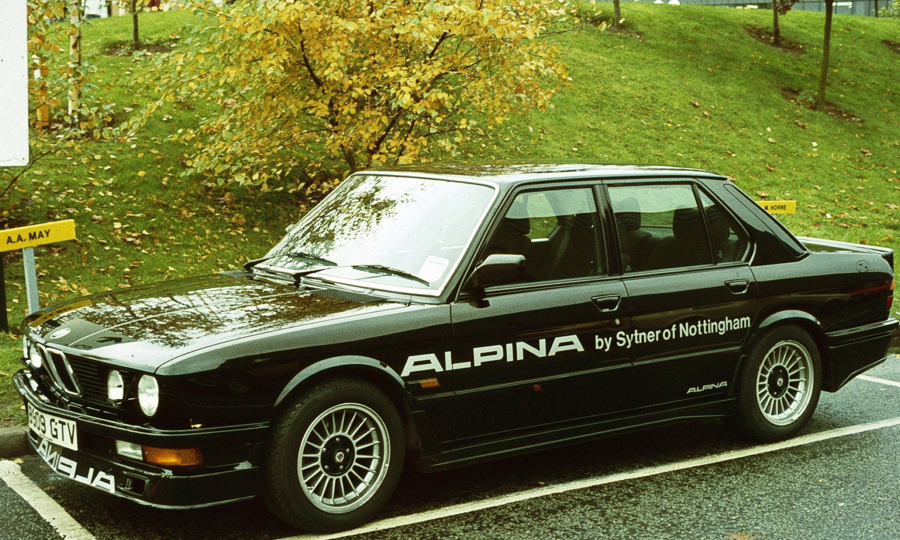 File:BMW E28 mit Tuner Werbung jpg - Wikimedia Commons