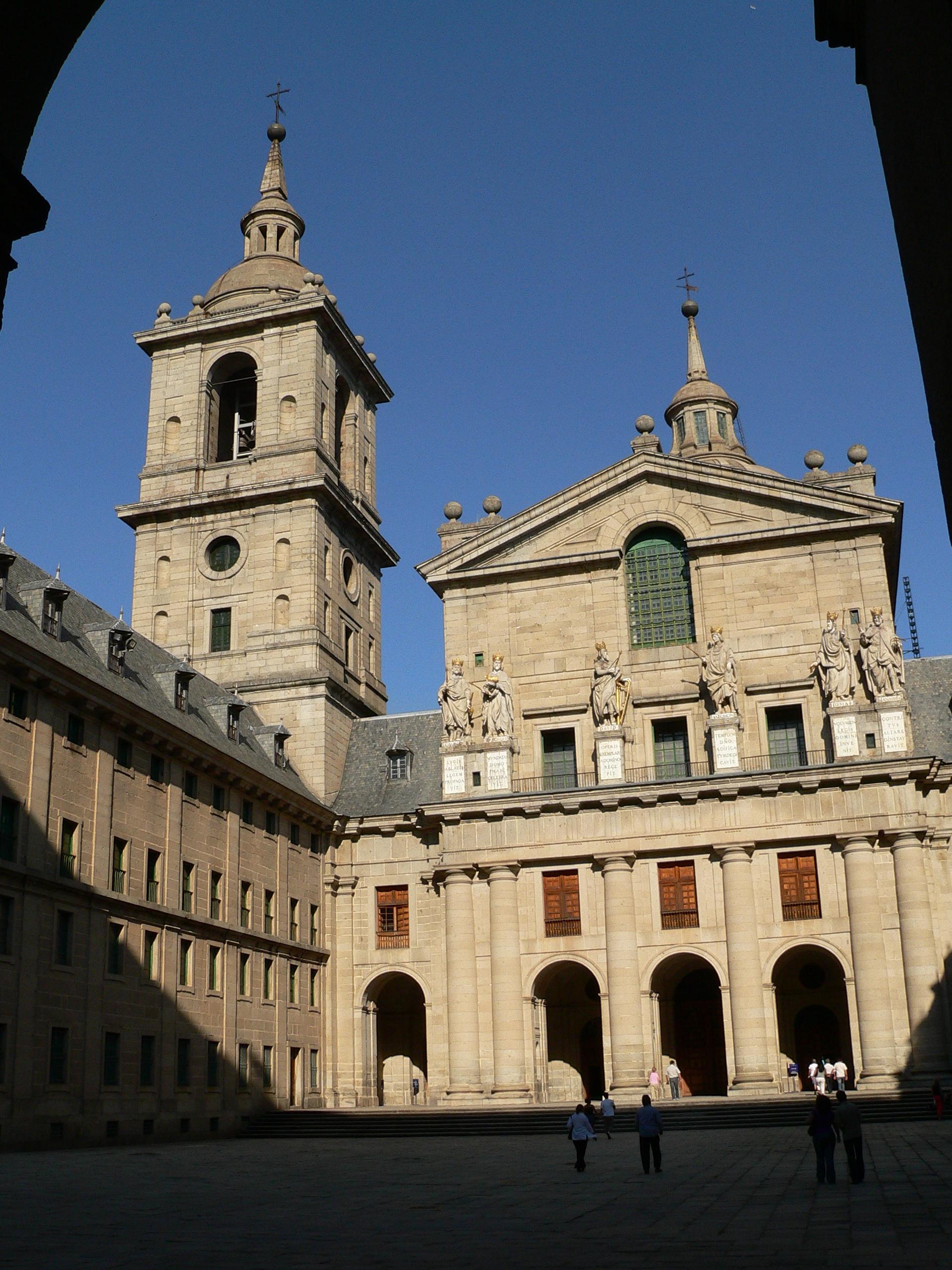 Patio de acceso a la basílica de San Lorenzo de El Escorial