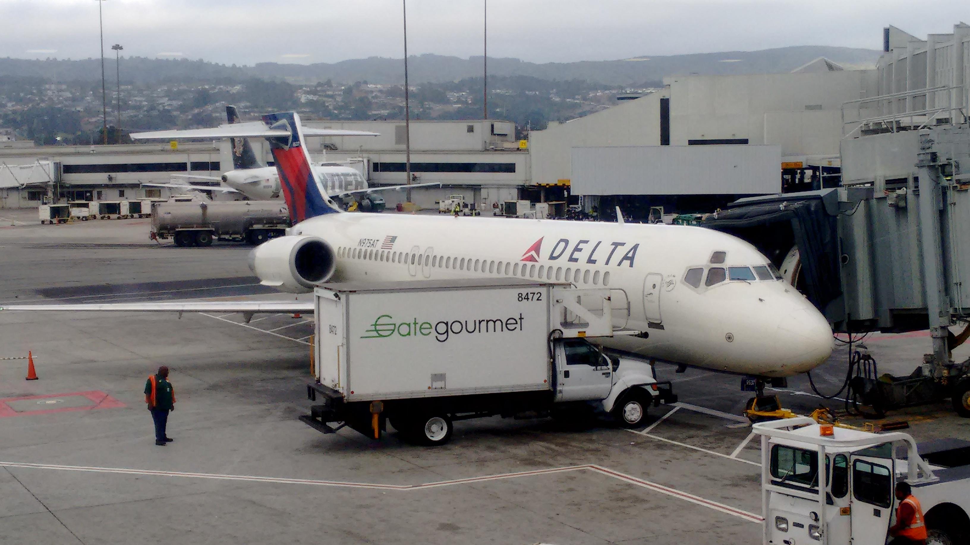 File Boeing 717 200 Sfo Jpg Wikimedia Commons