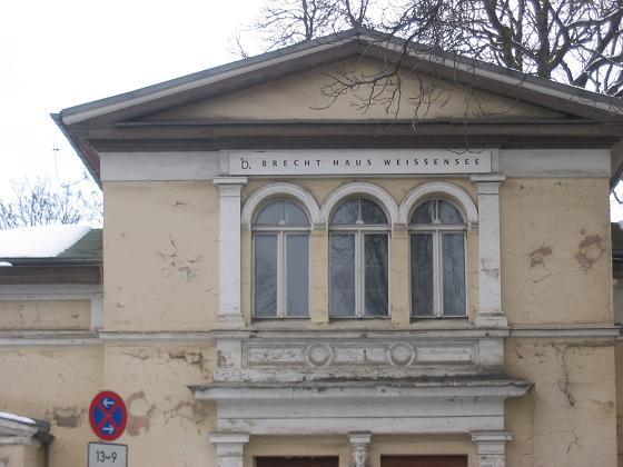 File:Brecht Haus Weißensee.JPG