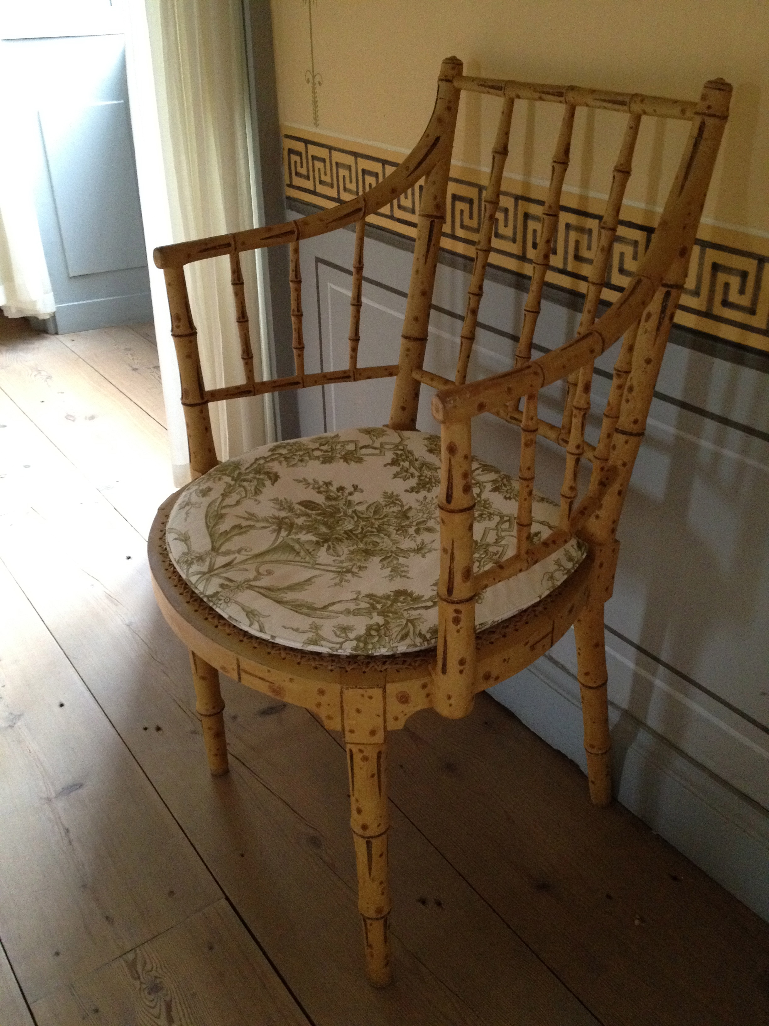 File Brede LilleBrede painted bamboo chair Wikimedia mons
