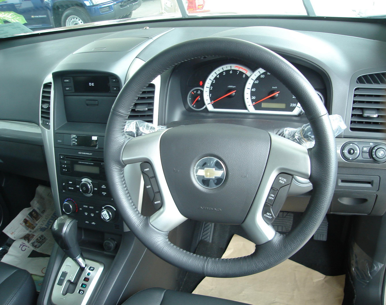 File:Chevrolet Captiva interior 3.jpg - Wikimedia Commons