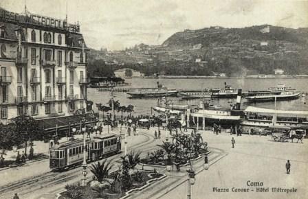 Como, piazza Cavour con tram 2