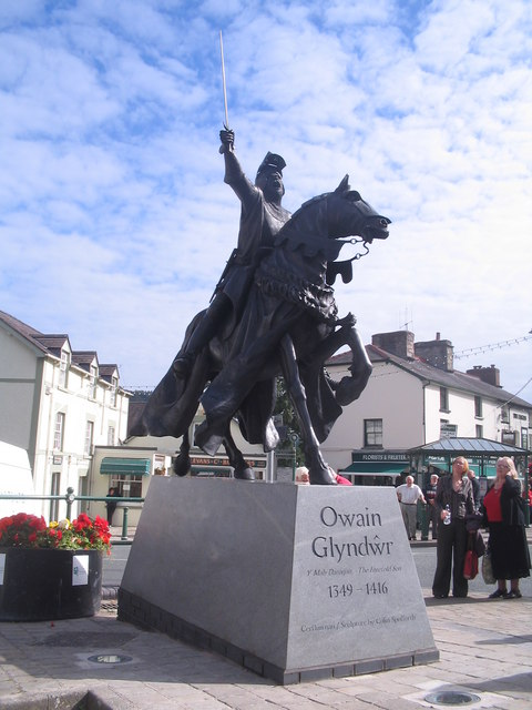 http://upload.wikimedia.org/wikipedia/commons/0/04/Corwen%27s_new_statue_of_Owain_Glyndwr_-_geograph.org.uk_-_628404.jpg