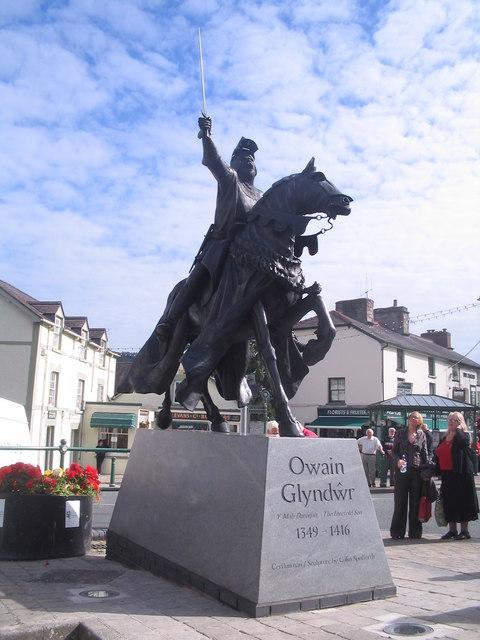Statue of Owain Glyndŵr in Corwen