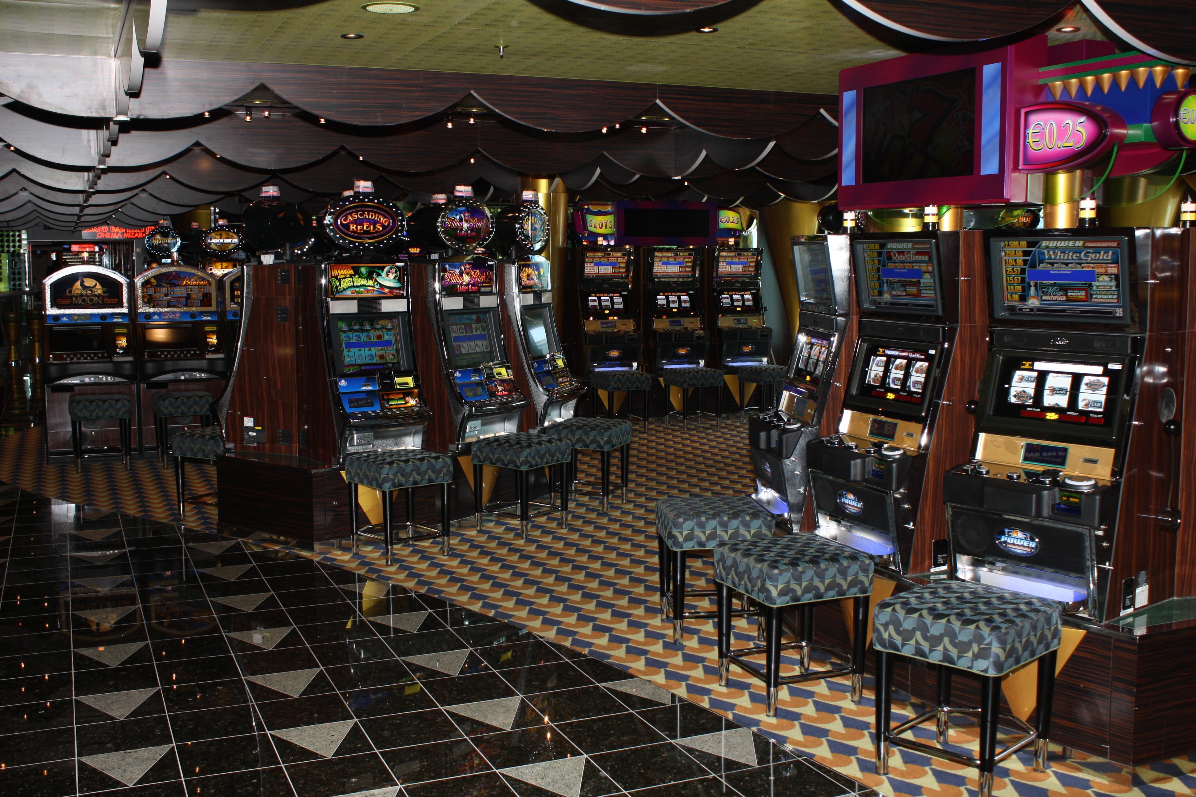 File:Costa Luminosa casino.jpg