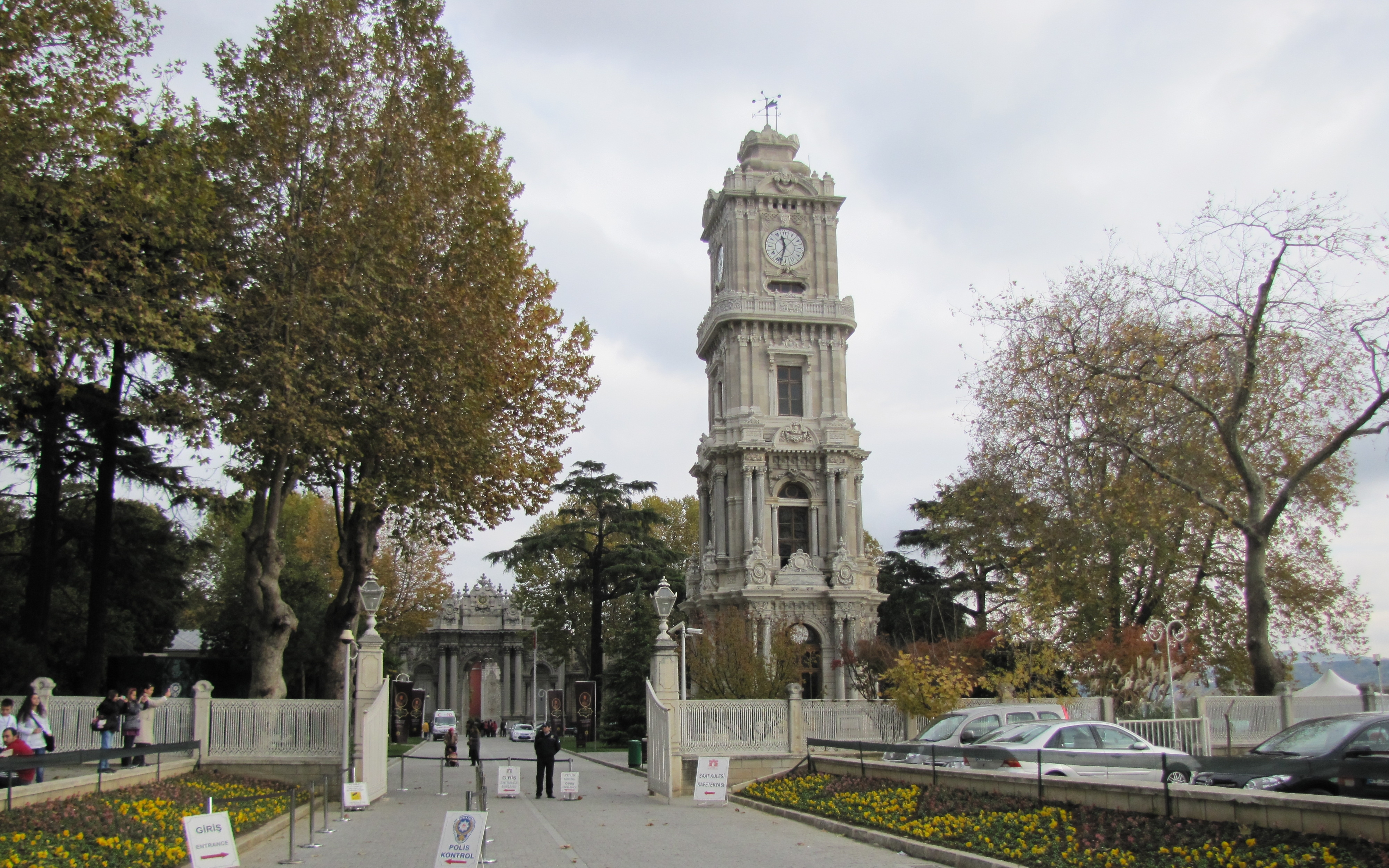 File:Dolmabahce ClockTower.JPG - Wikimedia Commons