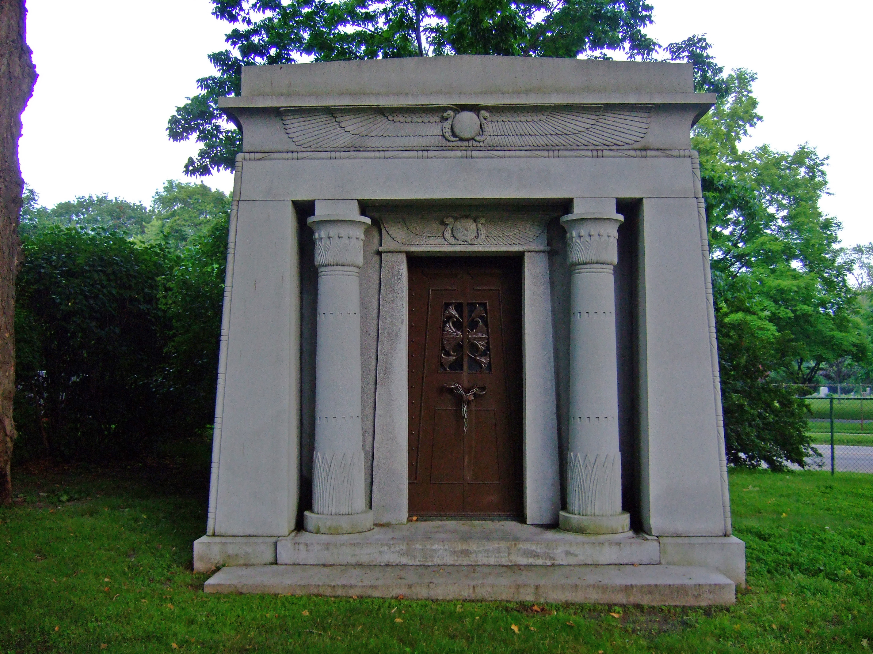 FileEgyptian Revival Mausoleum Forest Home Cemetery