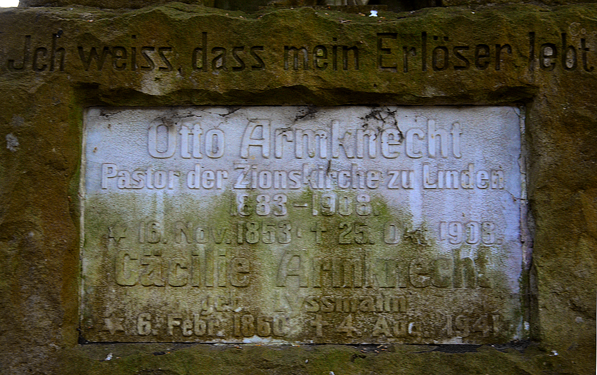 Datei:Ehrengrab Pastor Otto Armknecht, Stadtfriedhof Ricklingen ...