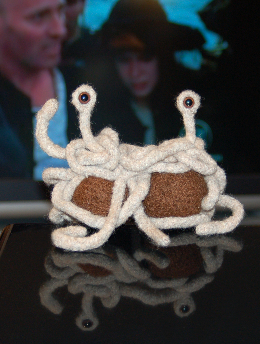 Das fliegende Spaghettimonster, gestrickt. (Quelle: Flickr pockafwye via Wikimedia Commons unter Lizenz CC-BY-SA 2.0)
