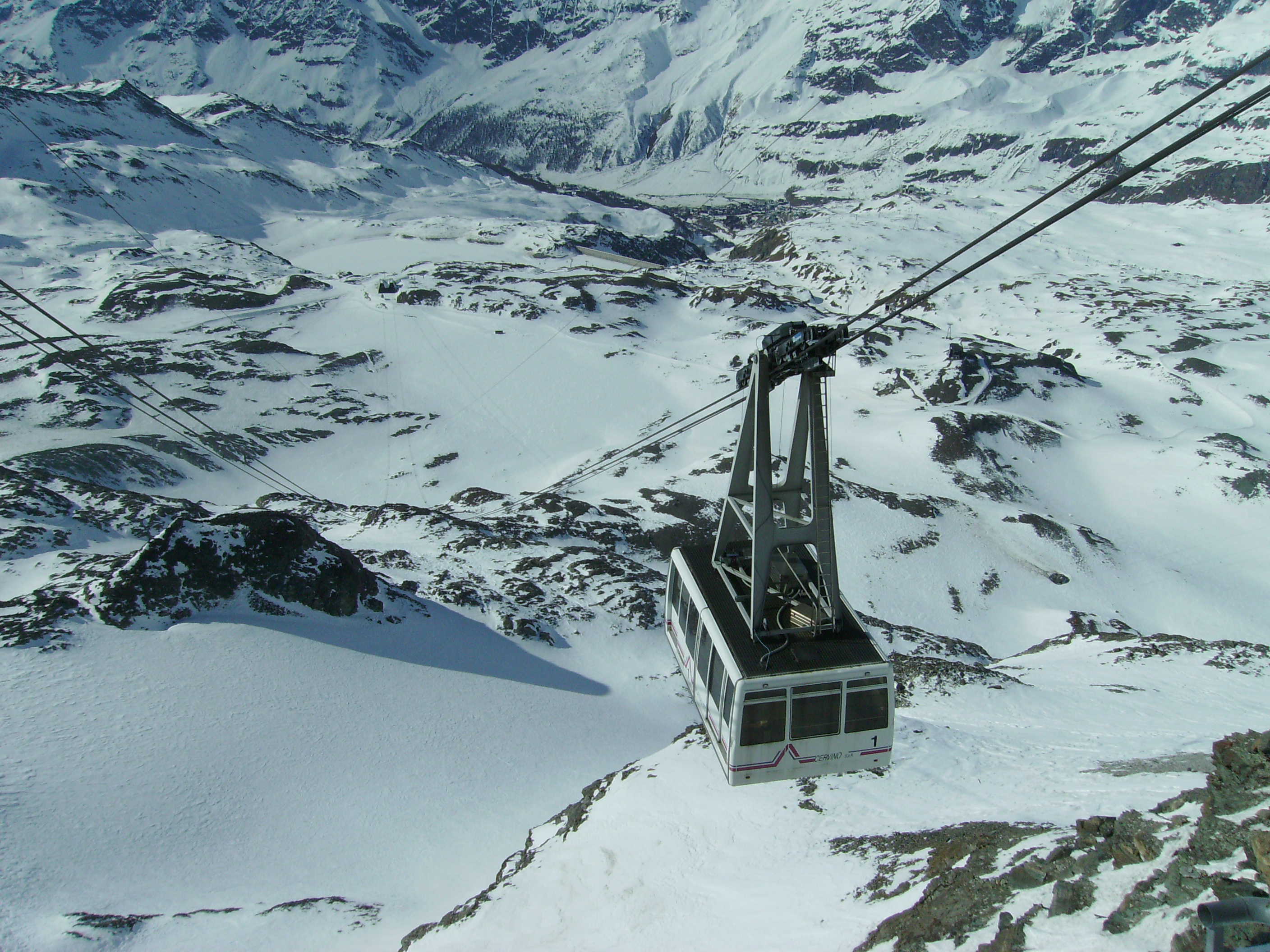 Plateau Rosa, a cableway to the glacier
