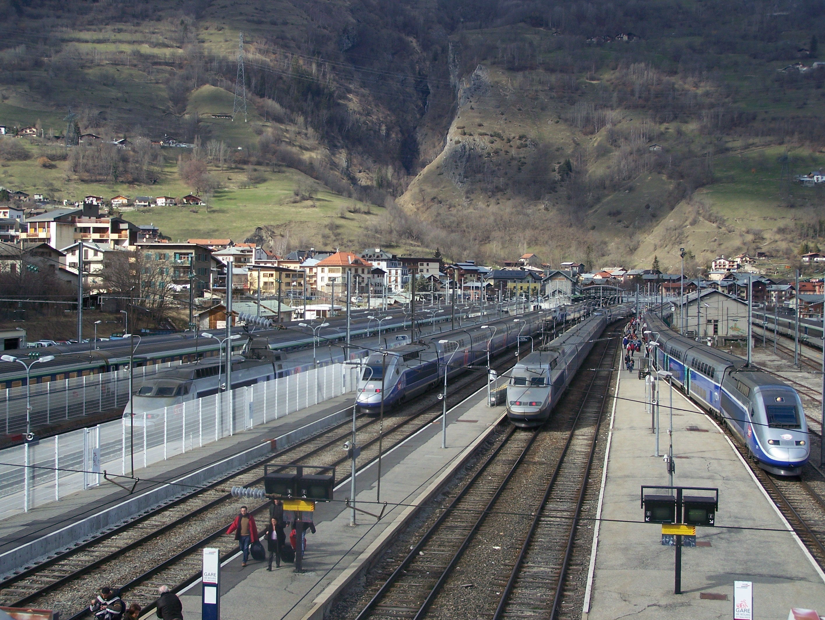 File gare de bourg st maurice jpg wikimedia commons for Bourg st maurice piscine