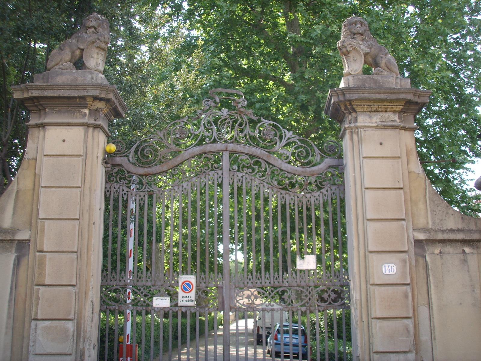 File giardino torrigiani cancello su via dei serragli jpg for Giardino torrigiani