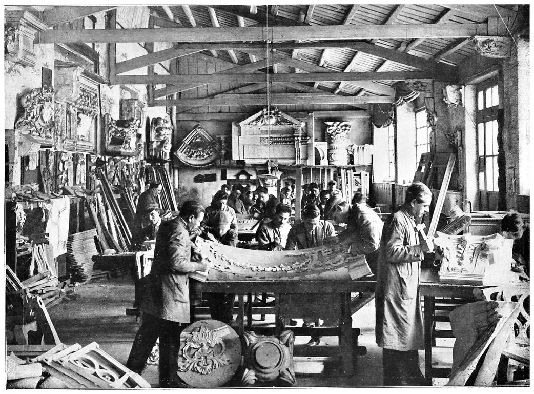 file il reparto intaglio del legno della fabbrica di