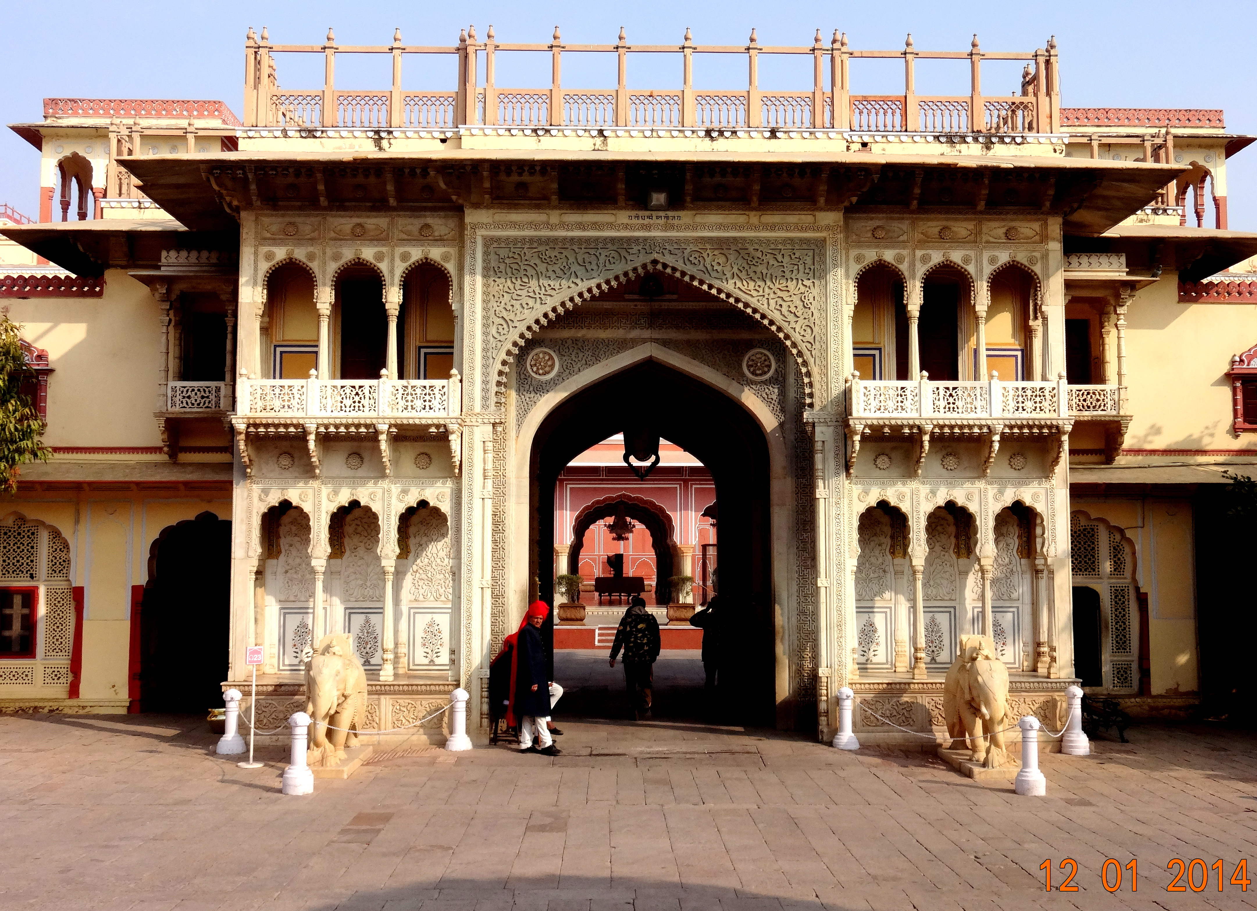 File Inside Of City Palace Jaipur Jpg Wikimedia Commons