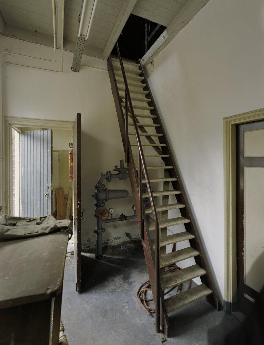 File interieur trap vlisotrap naar de zolder veenhuizen 20383104 wikimedia commons - Interieur trap ...