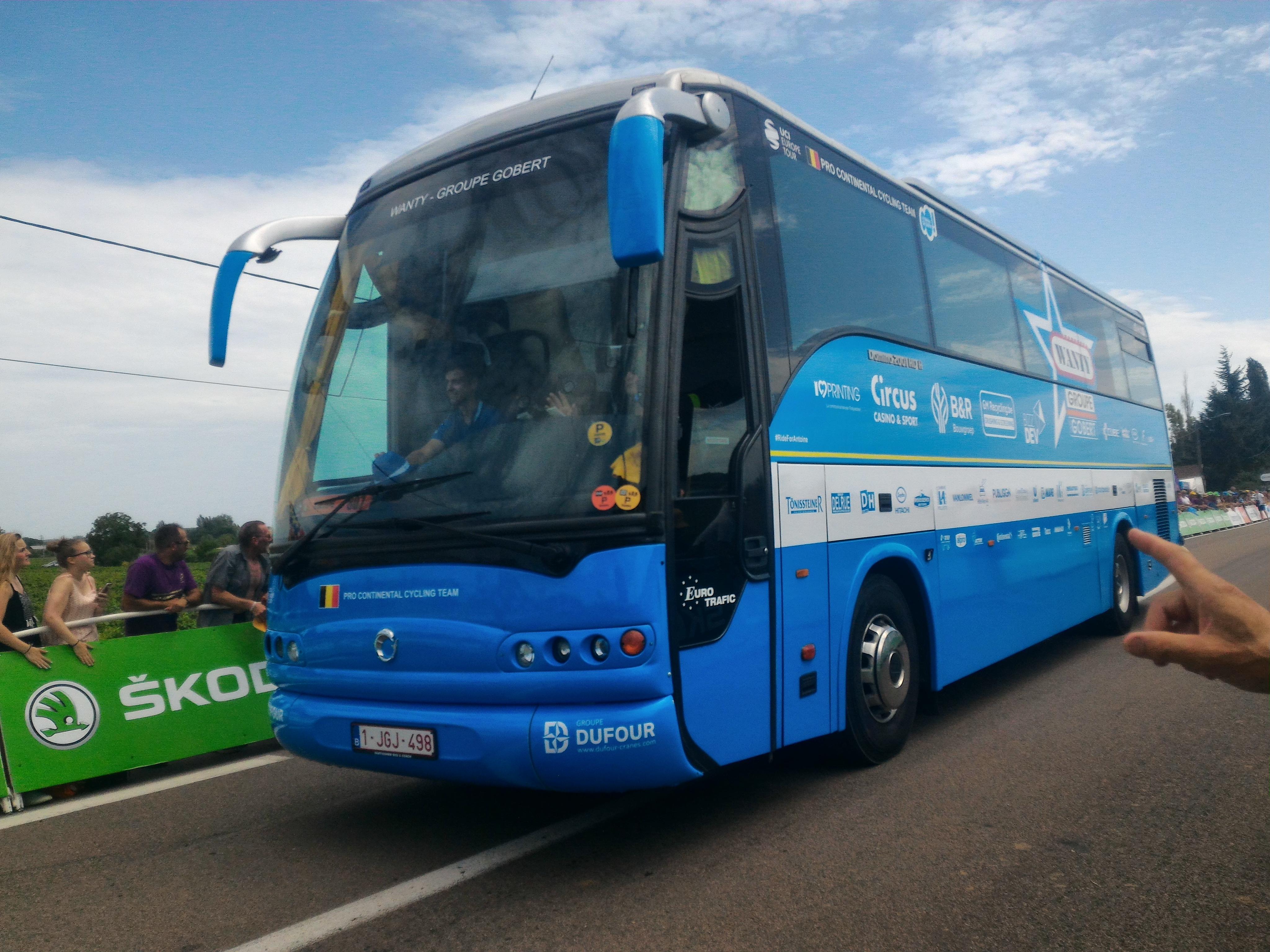 File Irisbus Wanty–Groupe Gobert Caravane du Tour de France 2017  Nuits-Saint-Georges (25443031858).jpg 7292a393a