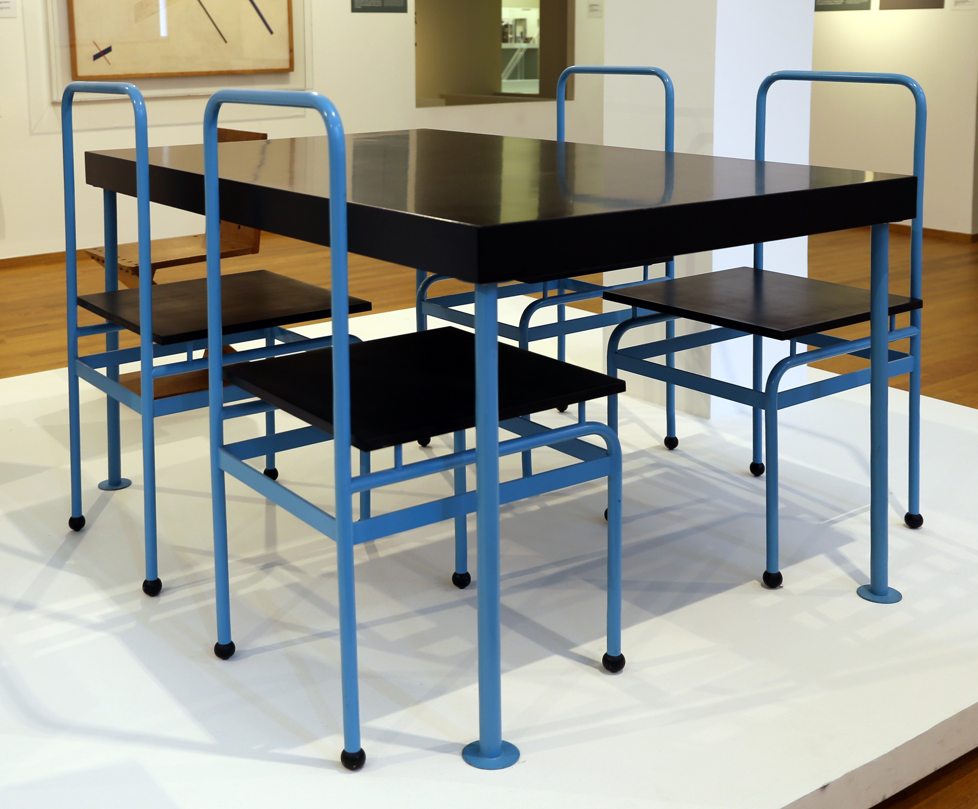 Tavoli Da Cucina Design.File J J P Oud Tavolo Da Cucina E Sedie Per Il