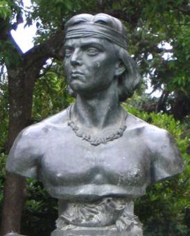 Bust of Lautaro in the square of Cañete.