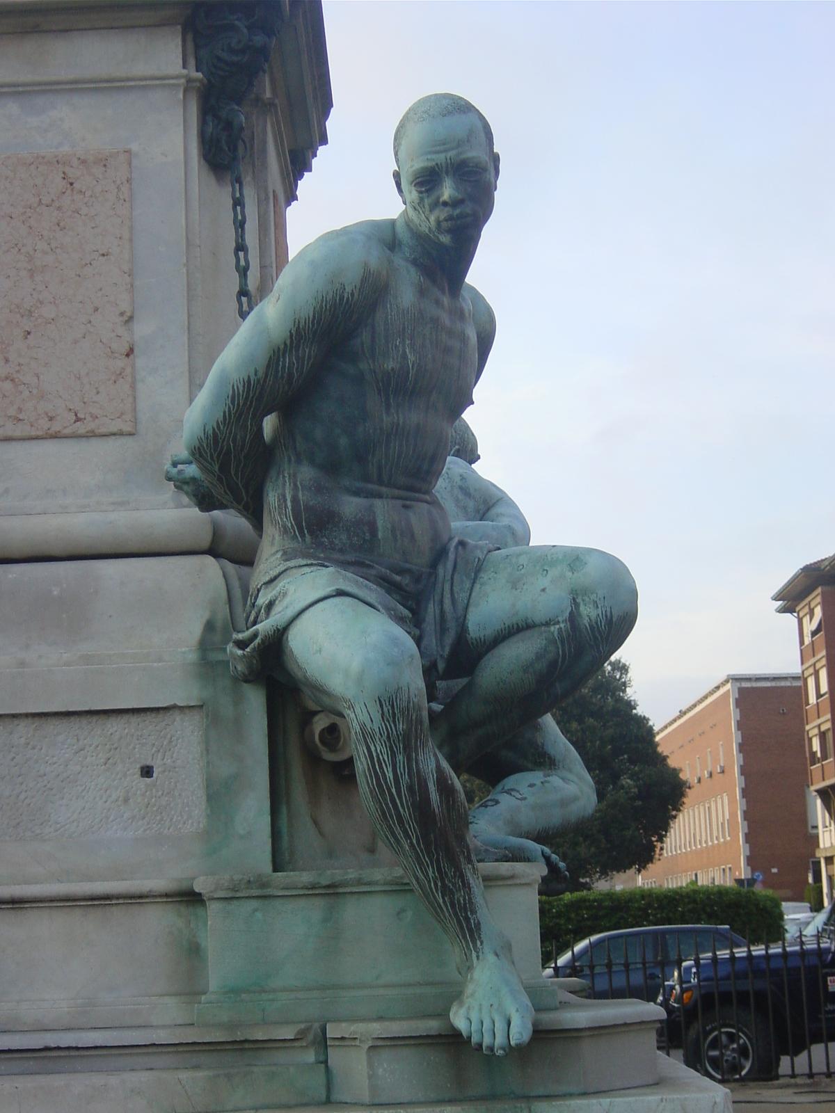 IMAGES DE L'ESCLAVAGE ET DE LA TRAITE NEGRIERE Livorno%2C_Monumento_dei_quattro_mori_a_Ferdinando_II_%281626%29_-_Foto_Giovanni_Dall%27Orto%2C_13-4-2006_03