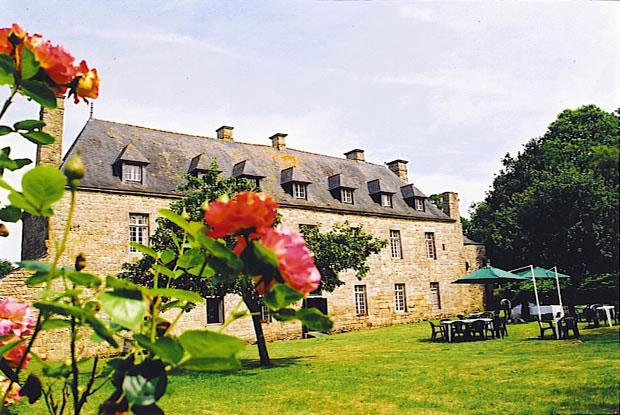 File:Louargat. Cleuziou. Jardins 2.jpg