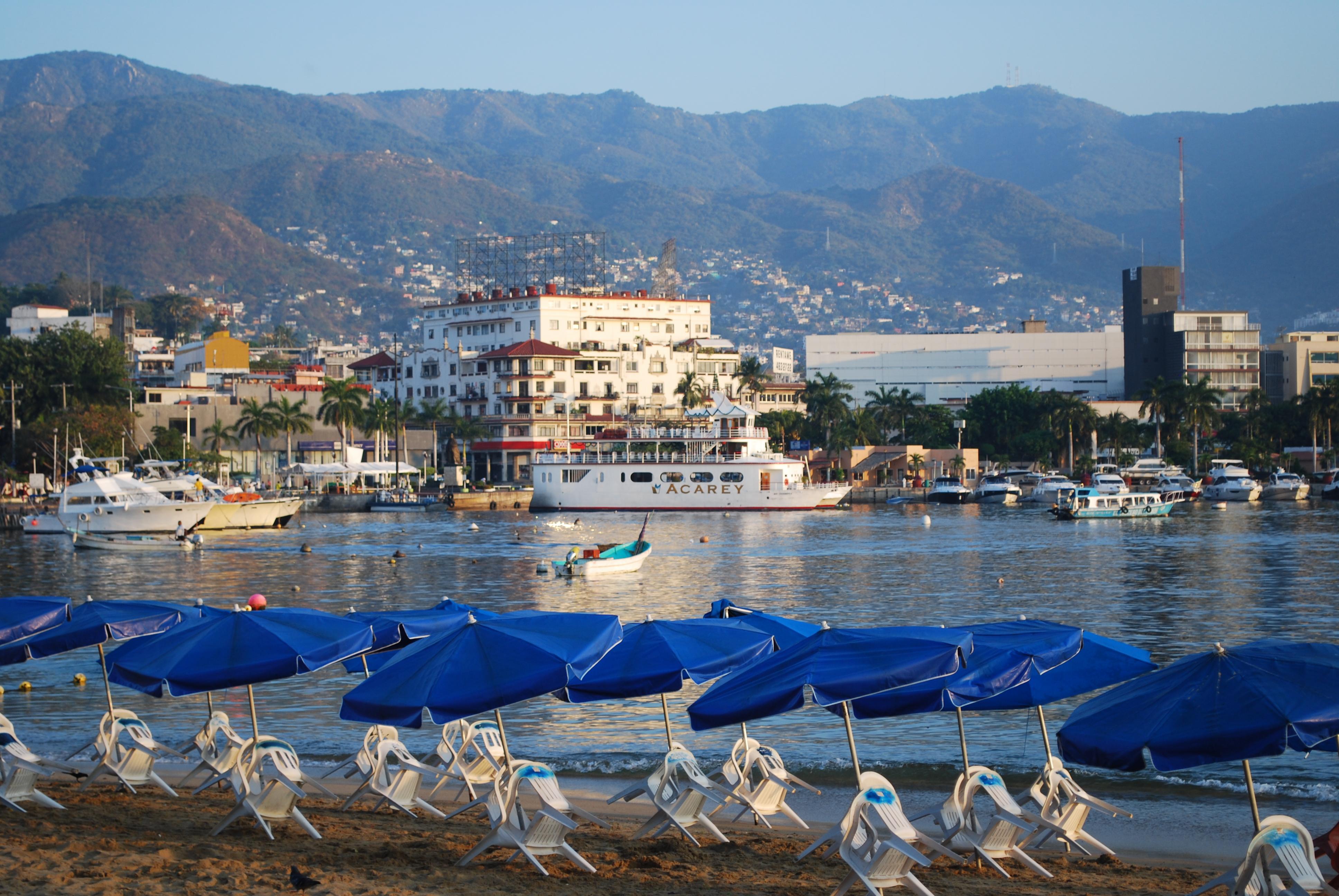 Vista de la playa Tlacopanocha en Acapulco