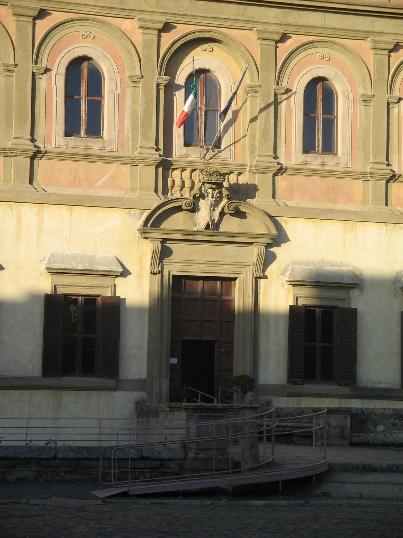 Matrimonio Oriolo Romano : File oriolo romano palazzo altieri g