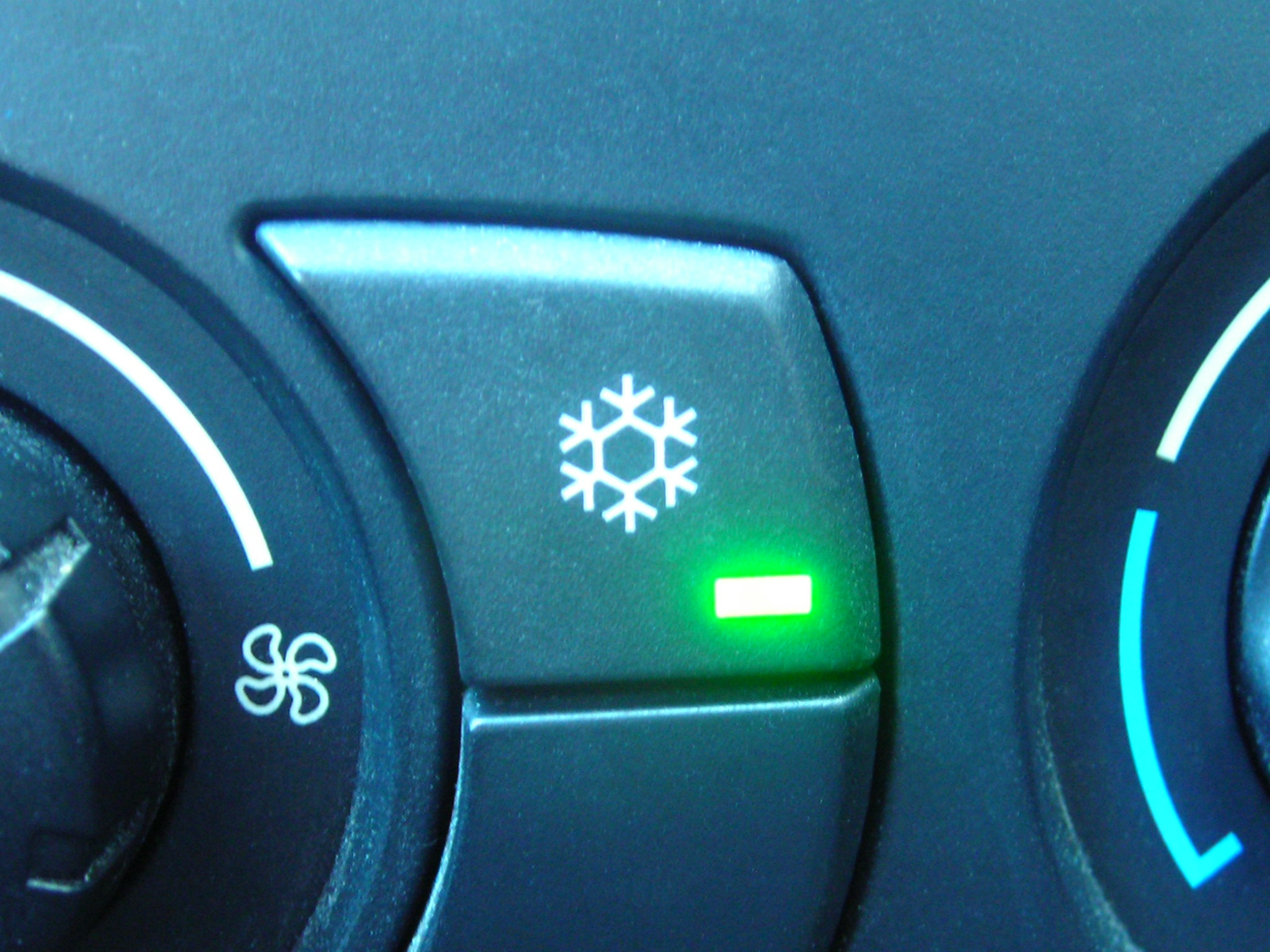 car air con controls on dashboard