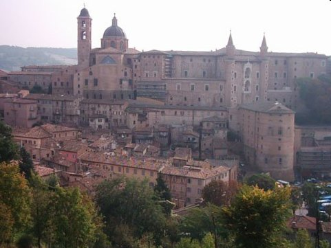 File:Panorama Urbino.jpg