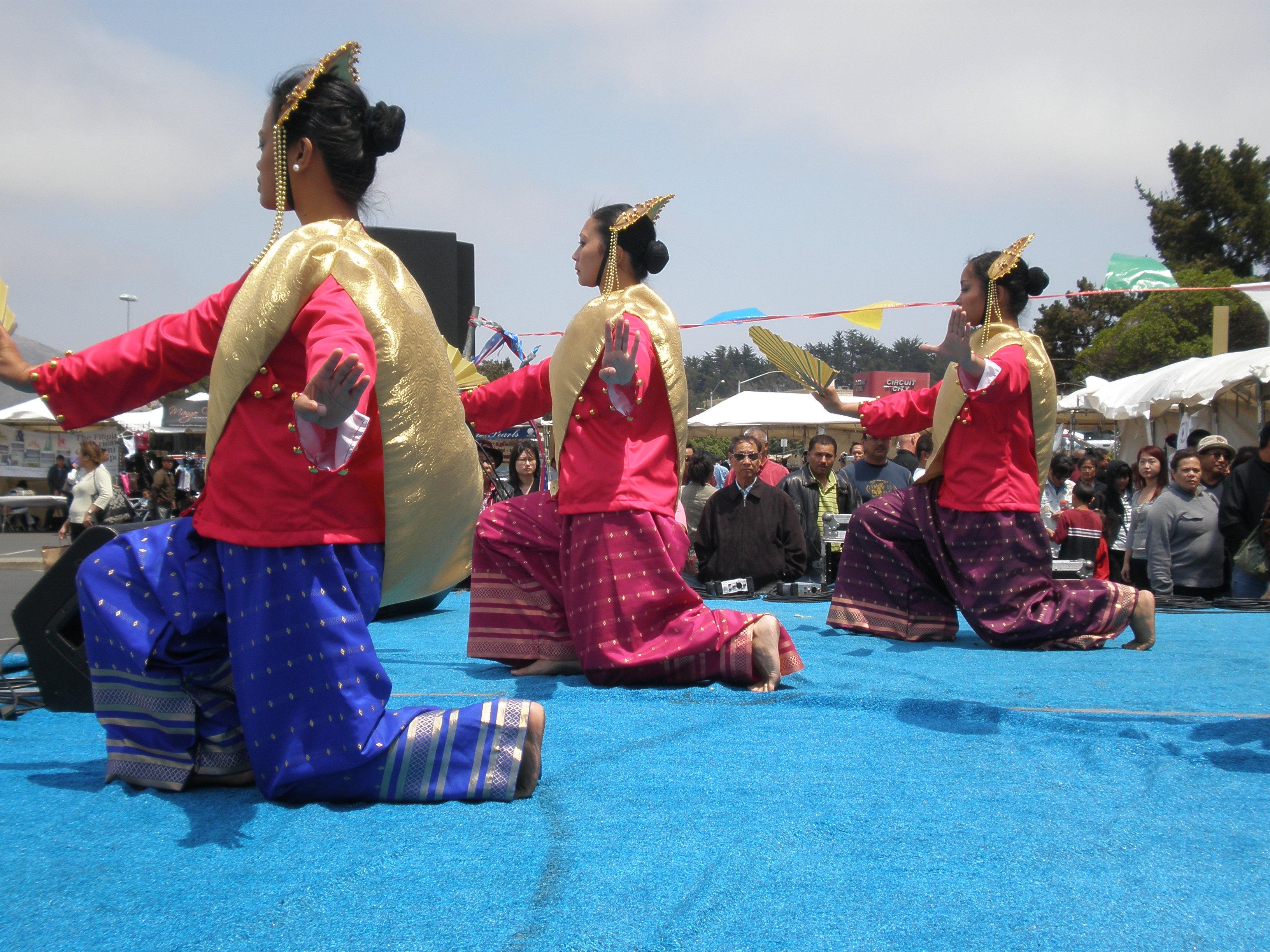 Parangal dance company philippine folk dance - File Parangal Dance Co Performing Daling Daling At 14th Af Afc 4