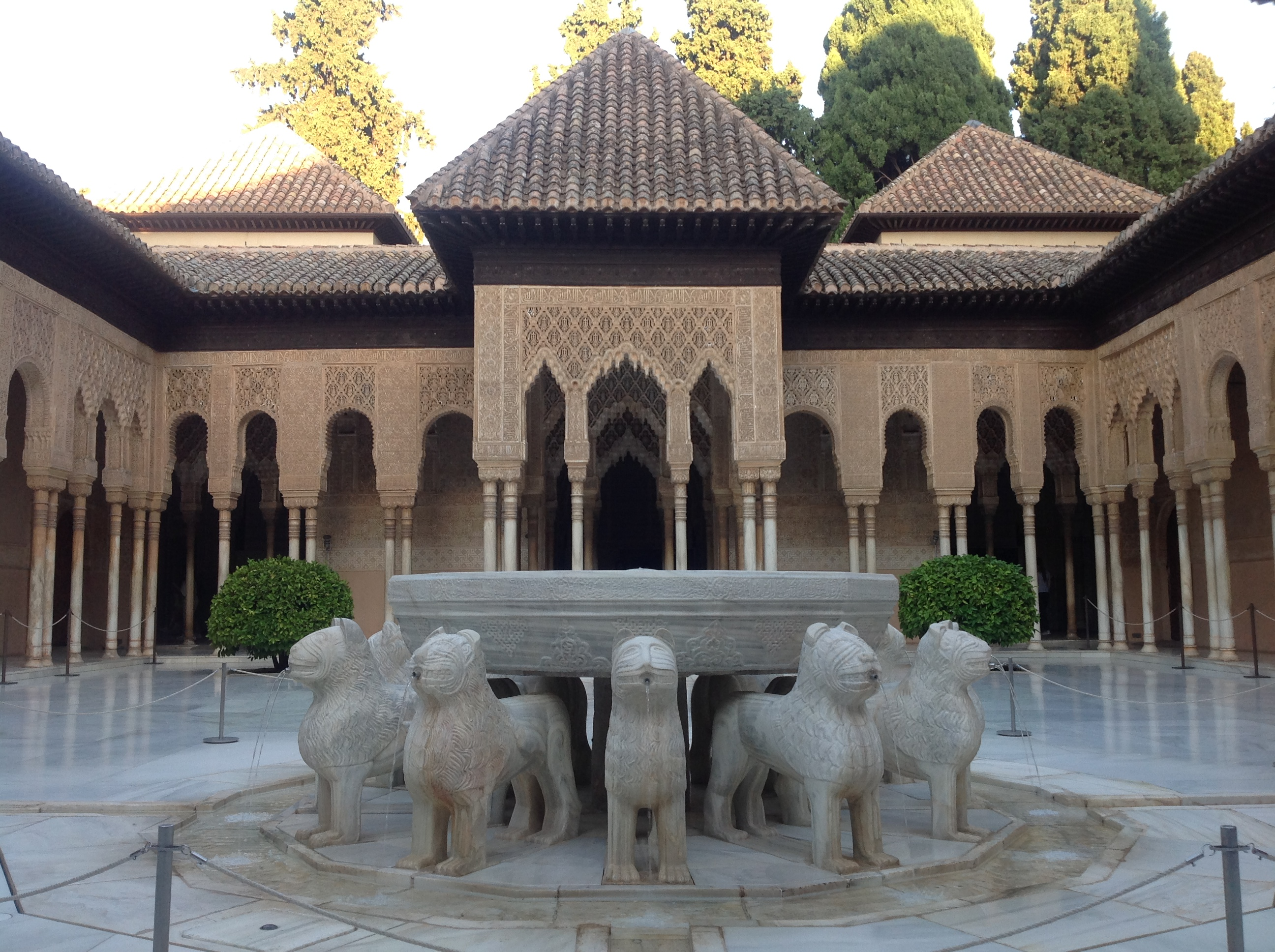 Vaizdas patio de los leones alhambra de granada spain for Patios de granada