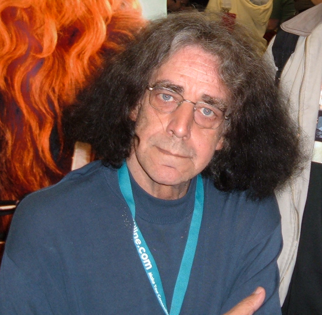 The 73-year old son of father (?) and mother(?), 218 cm tall Peter Mayhew in 2018 photo