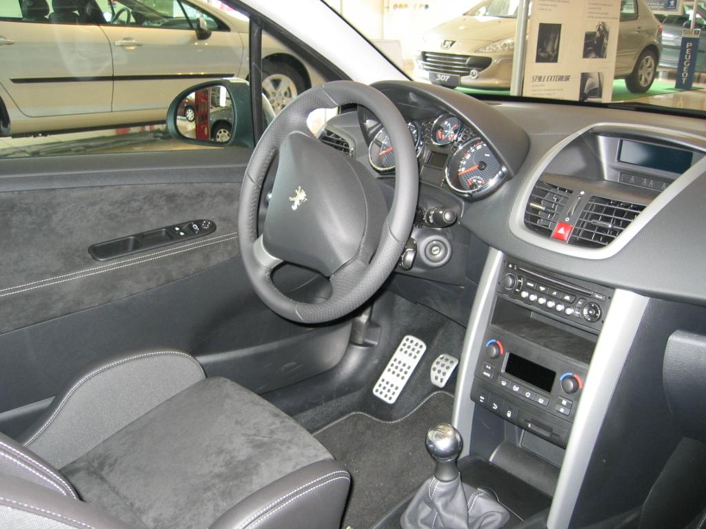 File peugeot 207 wikipedia for Peugeot 207 interior