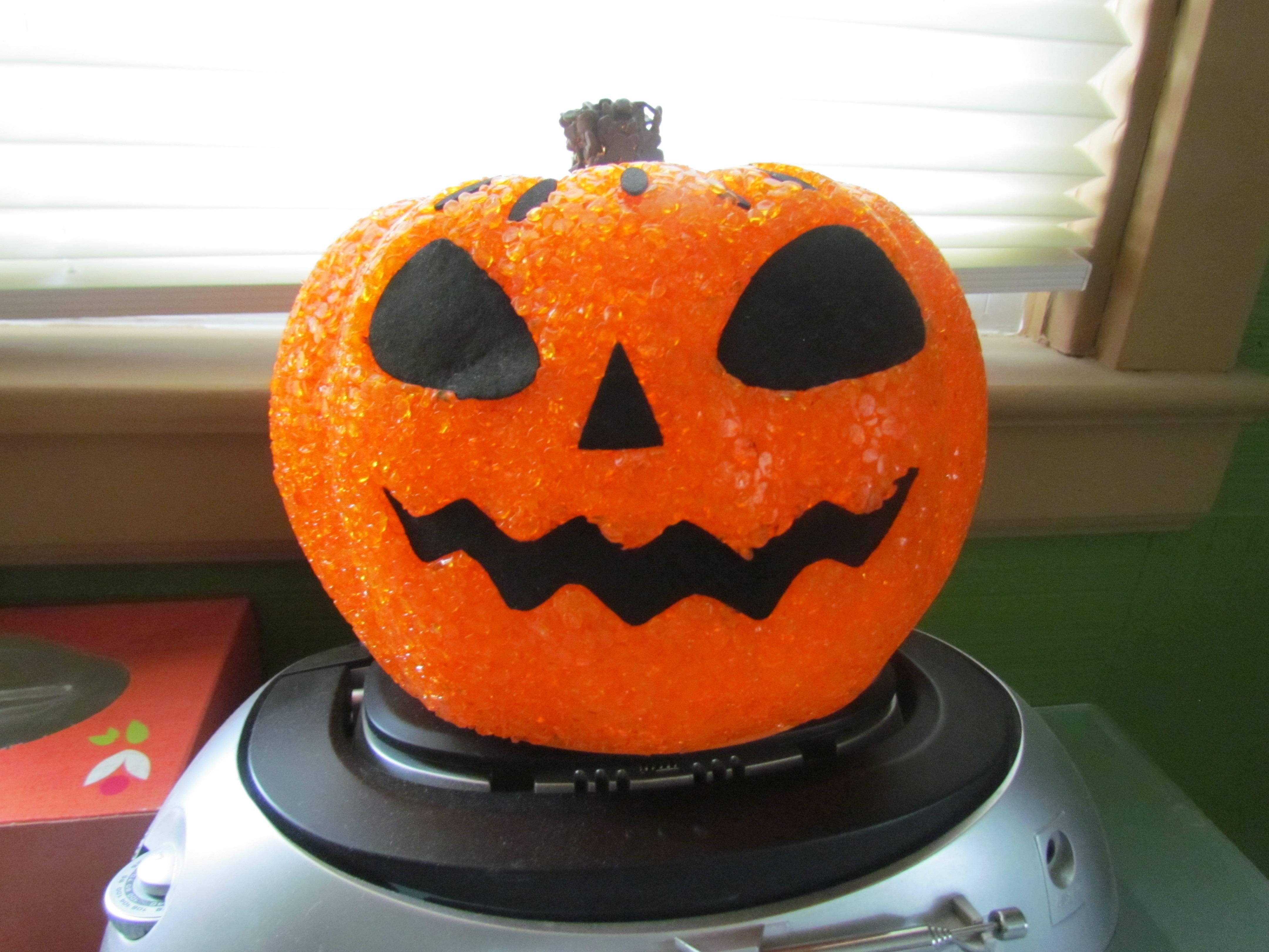 File:Pumpkin Glow Decoration on CD Player.JPG - Wikimedia Commons