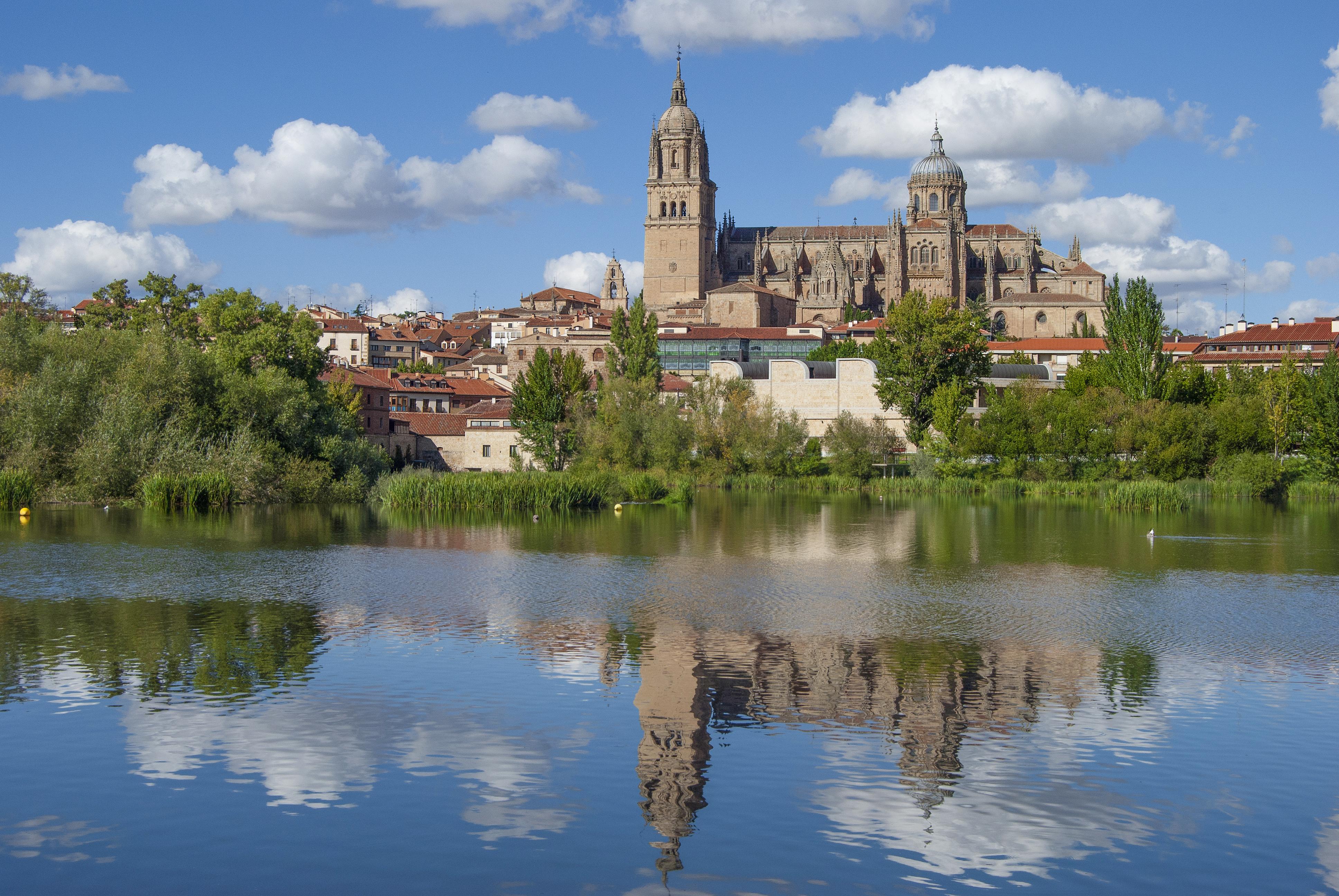 Fichier:Reflejos de la Catedrales de Salamanca.jpg — Wikipédia