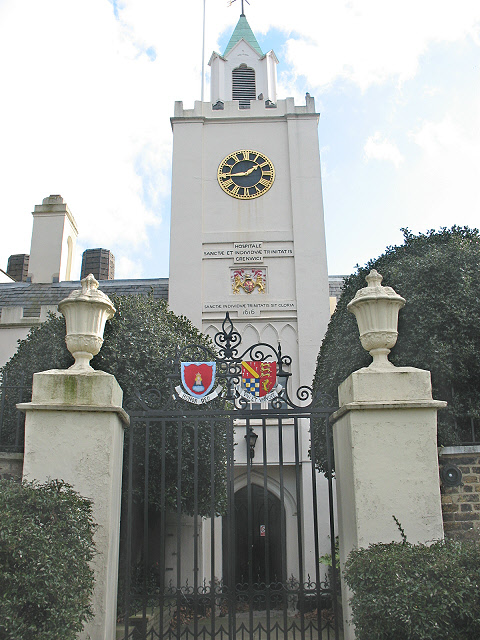 Riverside entrance to Trinity Hospital, Greenwich - geograph.org.uk - 1164174.jpg