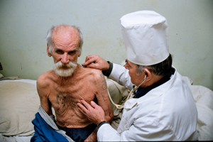 A patient living with MDR-TB receives care in Russia.