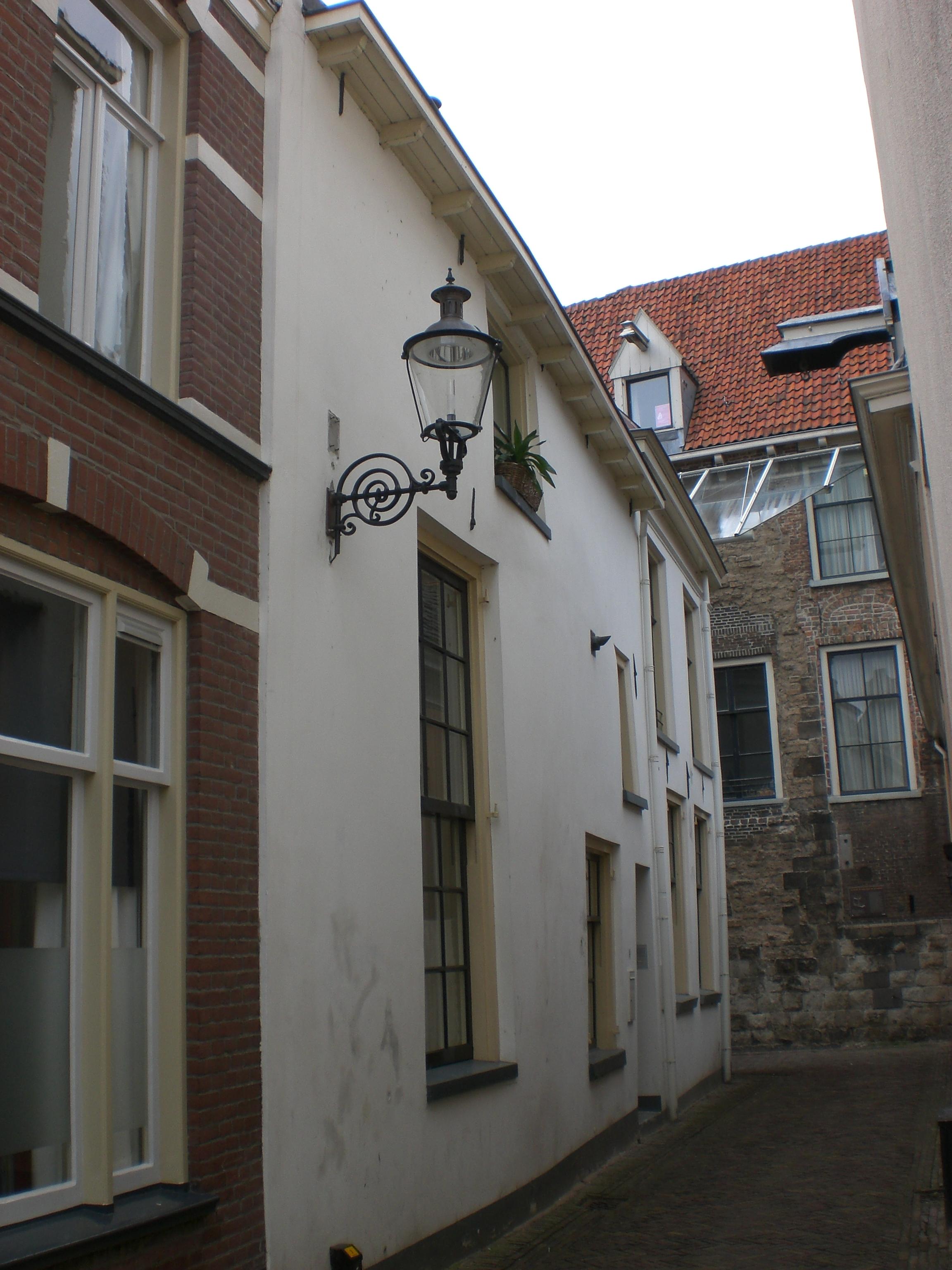 Huis met gepleisterde rechte gevel in deventer monument - Provencaalse huis gevel ...