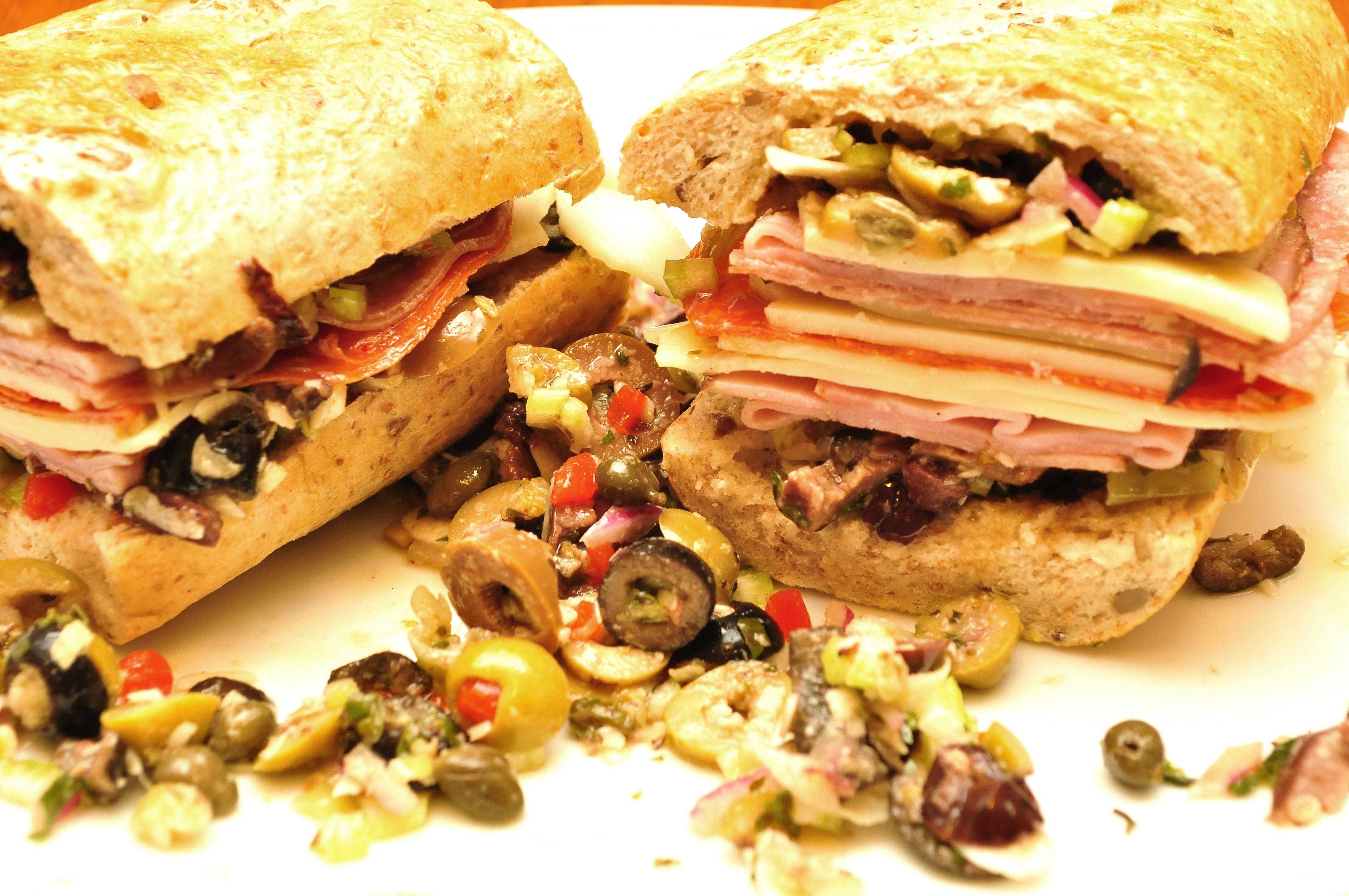 File:Sandwich similar to a muffuletta.jpg - Wikimedia Commons