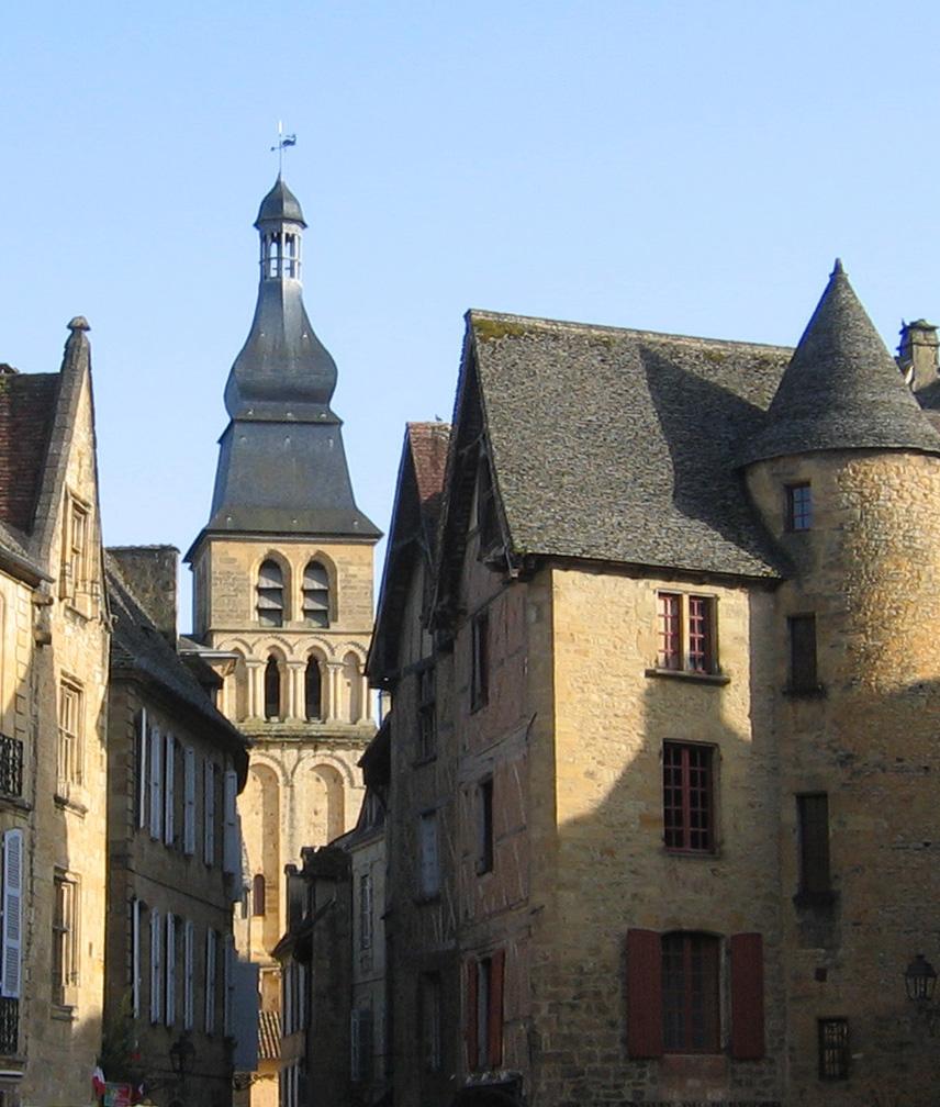 http://upload.wikimedia.org/wikipedia/commons/0/04/Sarlat-Saint_Sardos.JPG