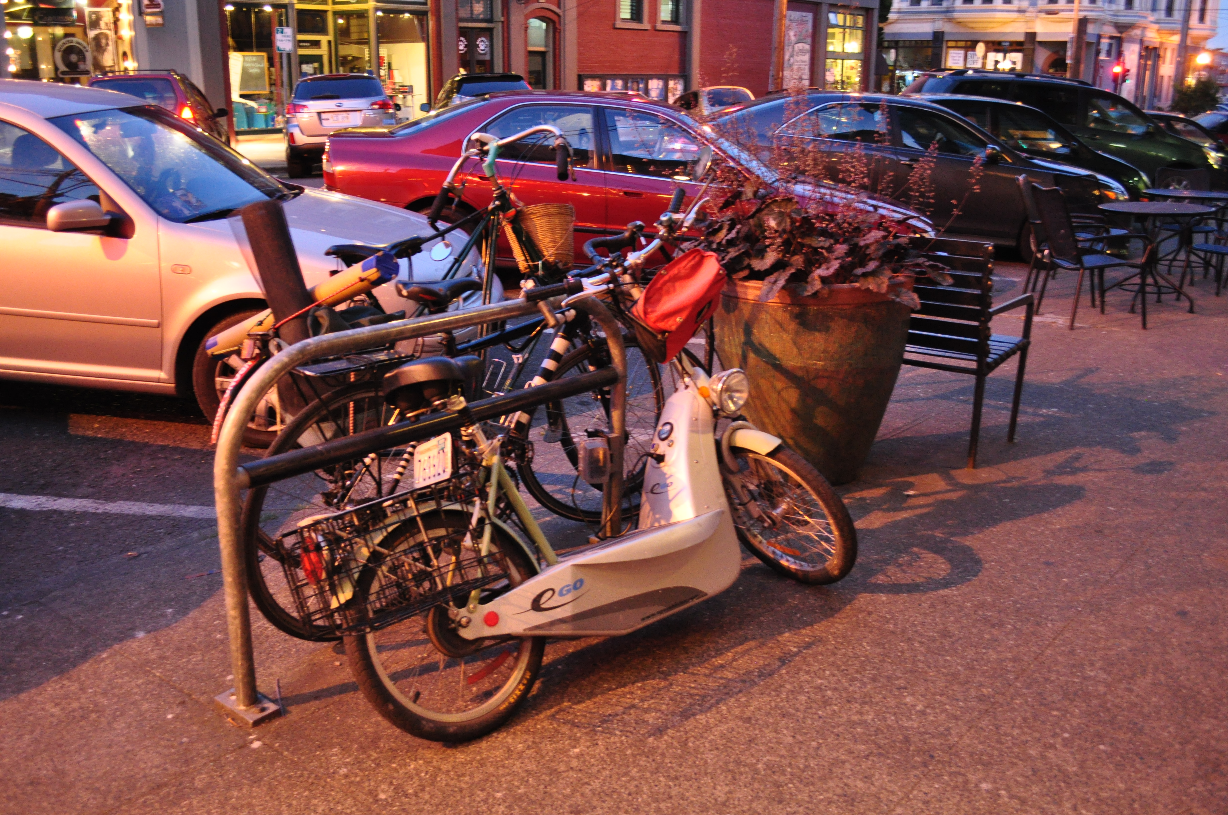 File Scooter Charging At Curbside Bike Rack Jpg Wikimedia Commons