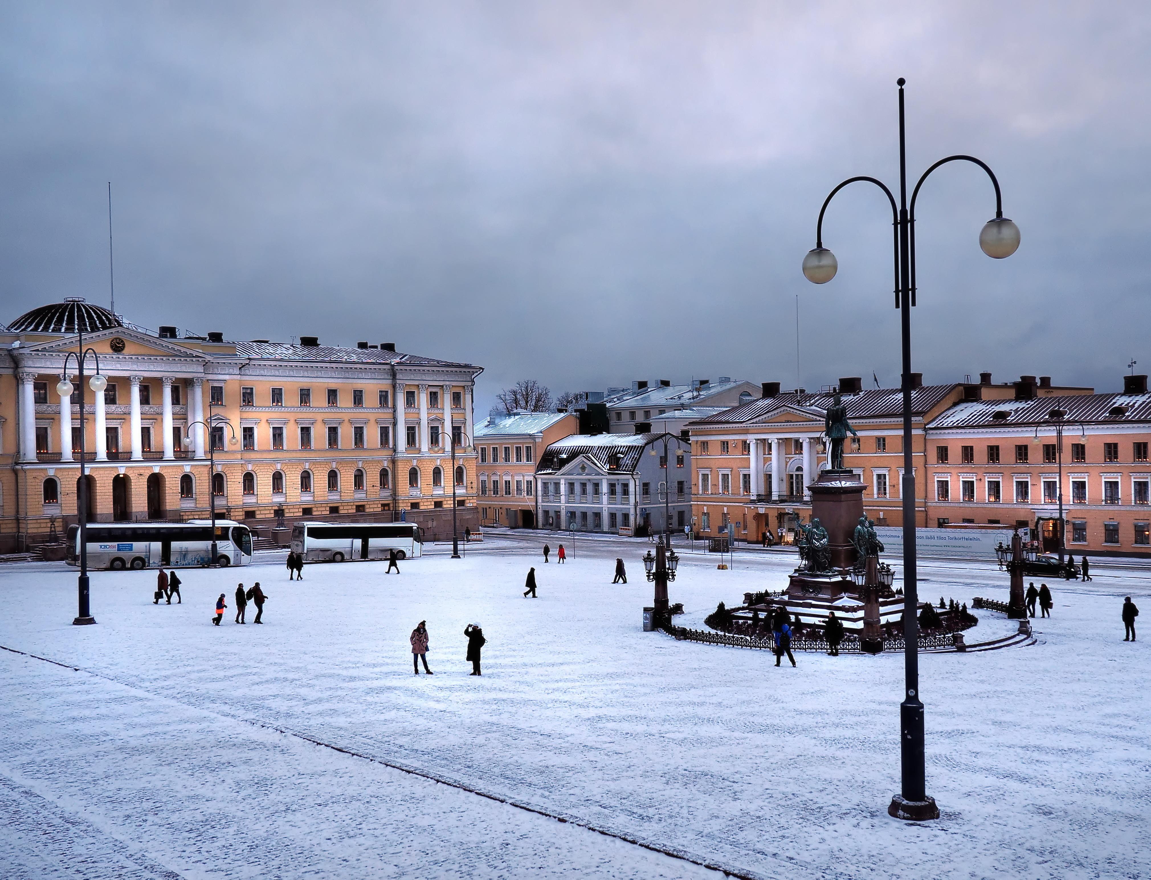 Senaatintori snowy morning.jpg