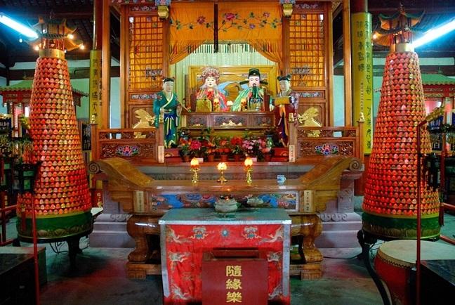 Shangdi and Doumu altar in Chengxu Temple, Zhouzhuang, Jiangxi.jpg