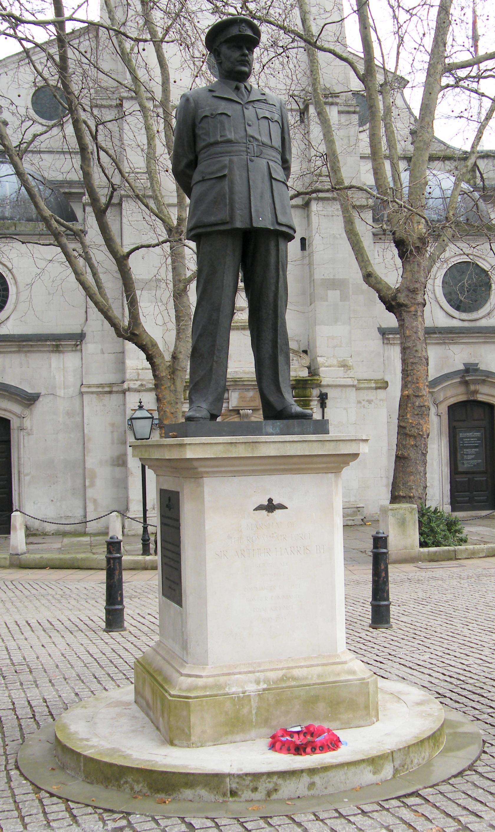 Statue_of_Sir_Arthur_Harris_outside_St_Clement_Danes.jpg