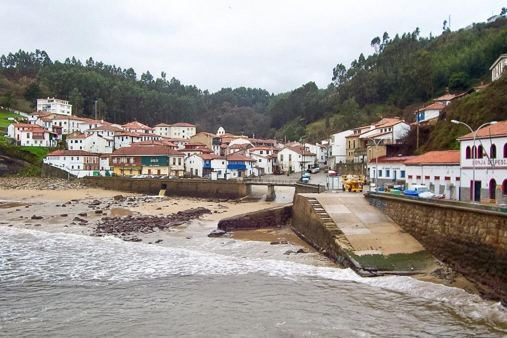 Pueblos de España que merecen ser visitados Tazones_Asturias