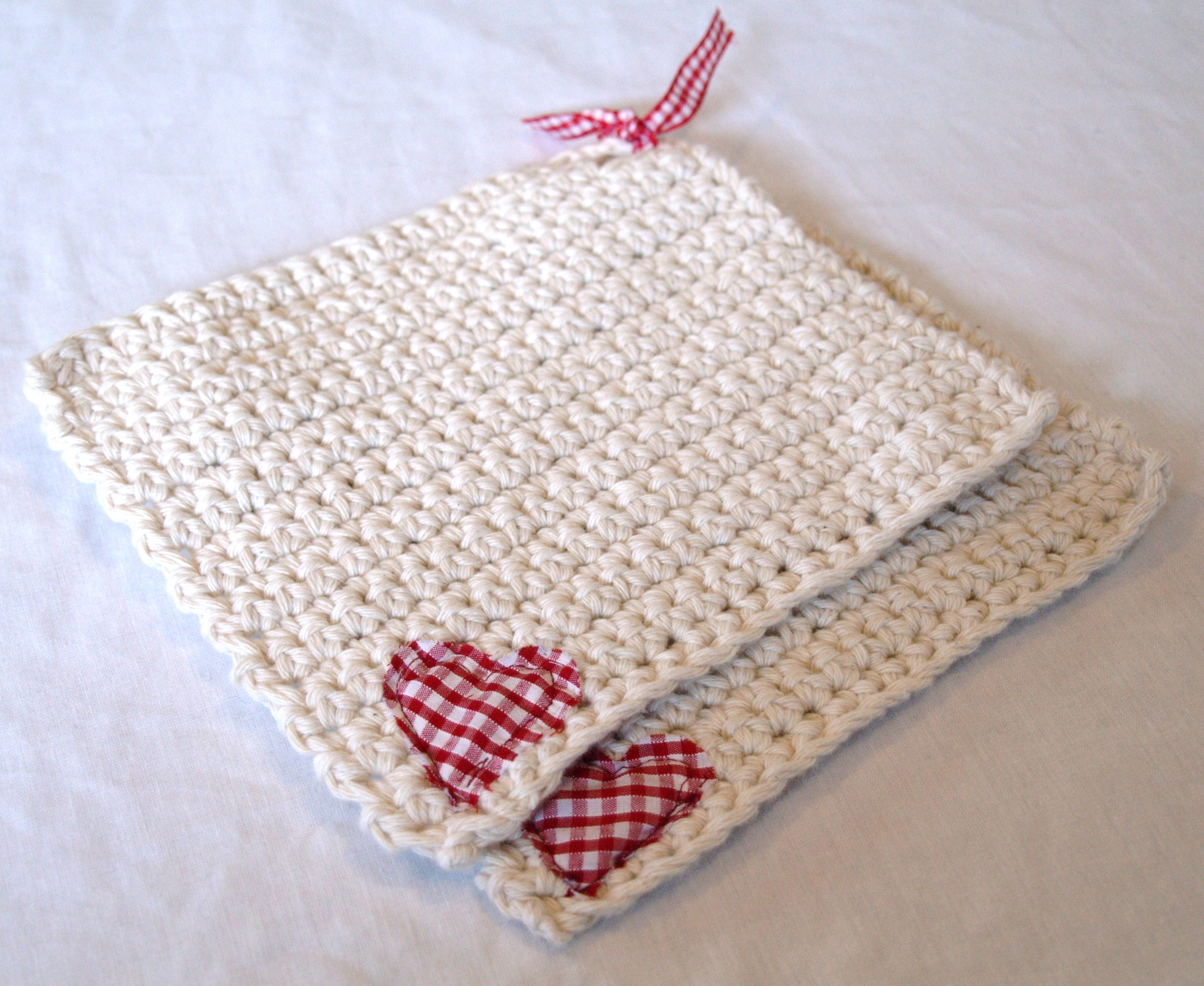 7969267a189 File Two white potholders with hearts.jpg - Wikimedia Commons