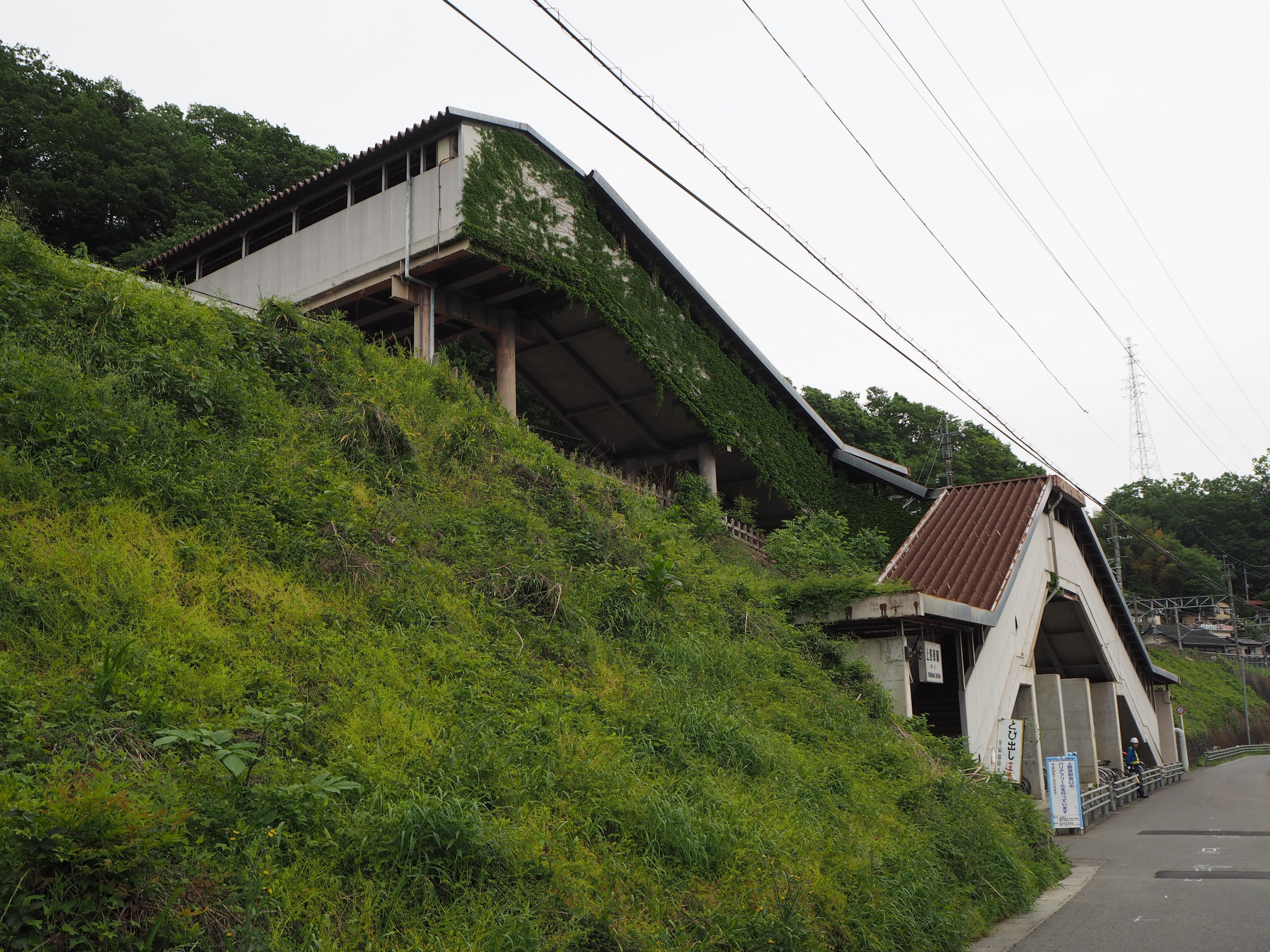 https://upload.wikimedia.org/wikipedia/commons/0/04/Uenohara-Sta-S.JPG