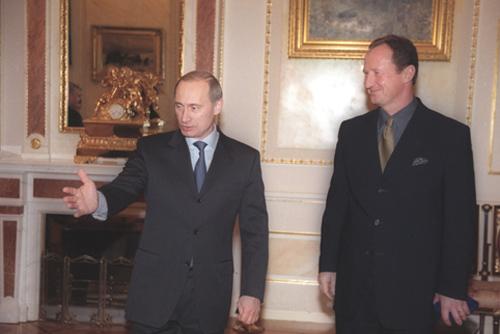 http://upload.wikimedia.org/wikipedia/commons/0/04/Vladimir_Putin_with_Yury_Kravchenko-1.jpg
